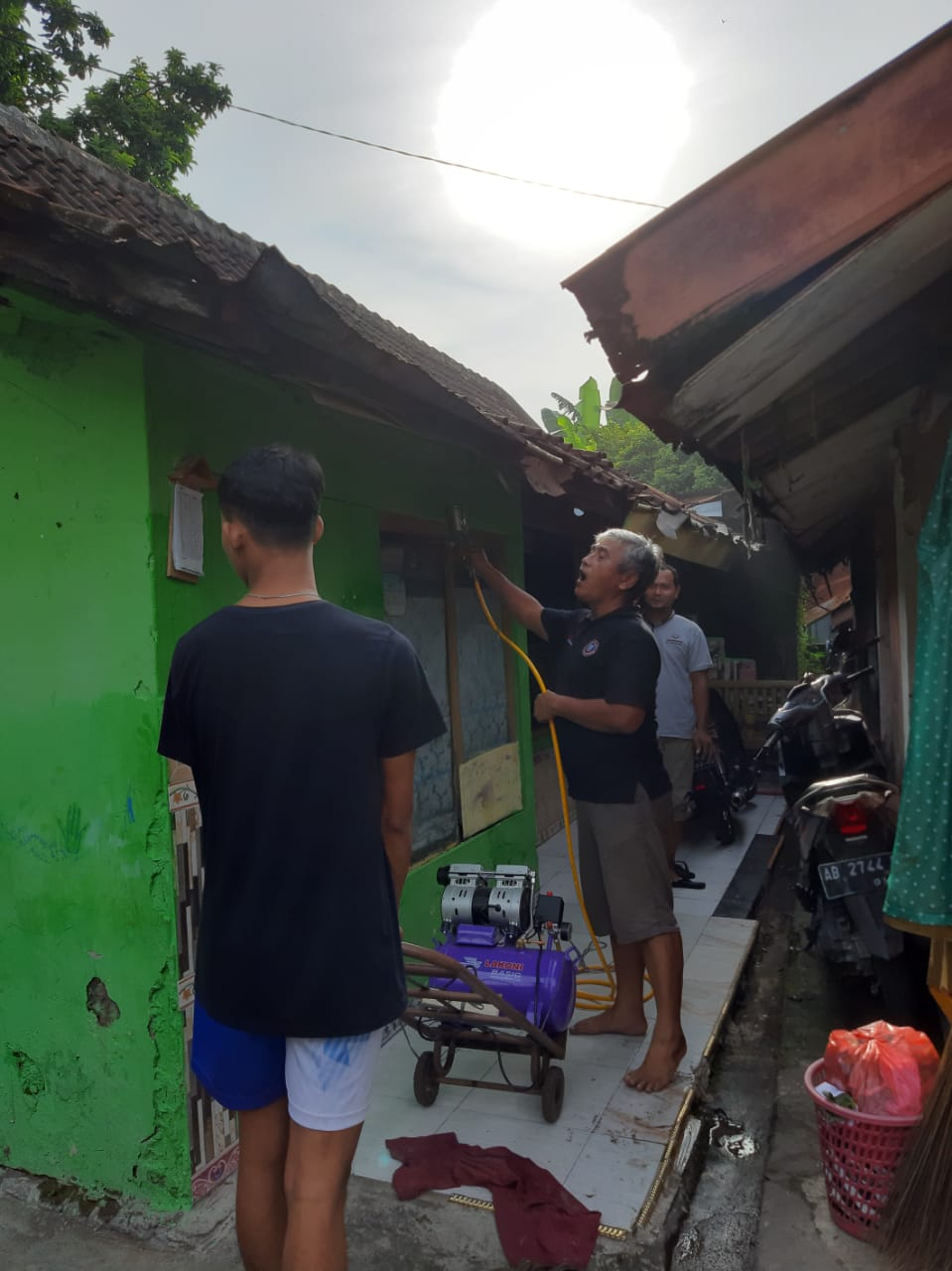 Gerakan Bersih - bersih di wilayah RW Kelurahan Patangpuluhan