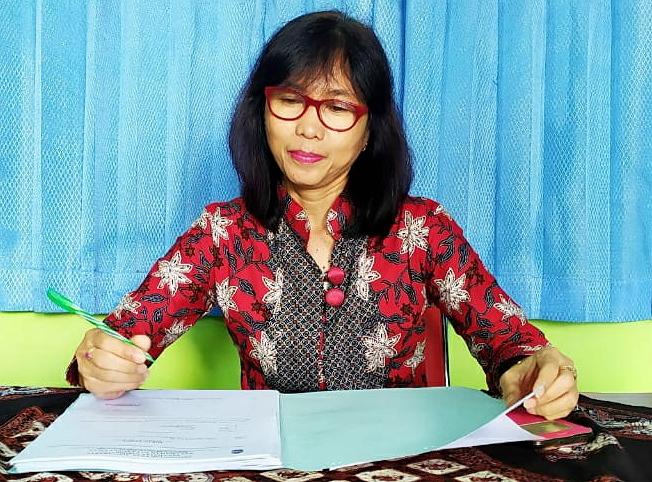 Retno Setiyowati Sekretaris Lurah